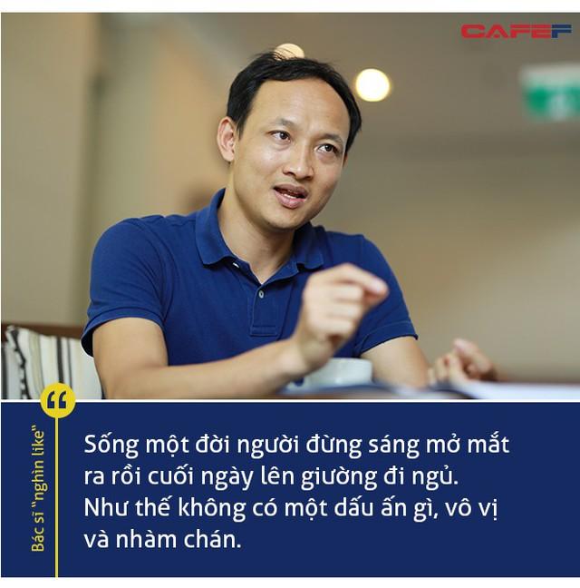 """Bác sĩ """"nghìn like"""" Quốc Khánh: Cuộc gọi từ số lạ lúc nửa đêm như tiếng còi xe cấp cứu, nghe nhiều thành quen - Ảnh 2."""