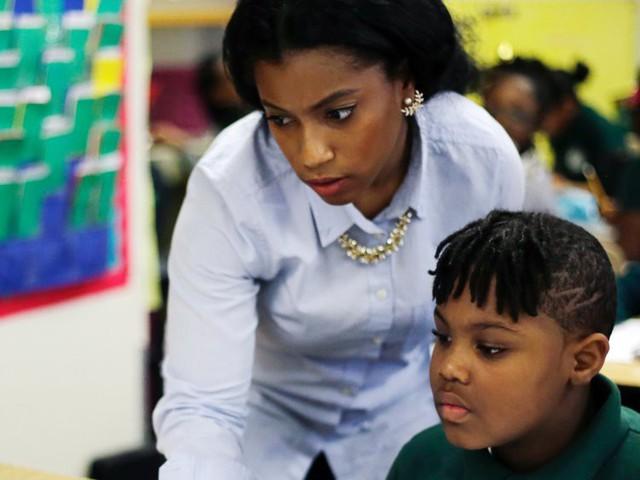 10 điều bất cứ bậc làm cha mẹ nào cũng phải tránh nếu không muốn con bị giáo viên trù dập - Ảnh 1.