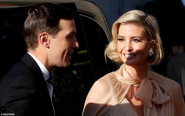 Chạm trán với con gái Tổng thống Mỹ, Meghan Markle chơi sang diện váy gần 300 triệu đi ăn cưới giữa rừng ngôi sao nhưng vẫn bị chê tơi tả - Ảnh 11.
