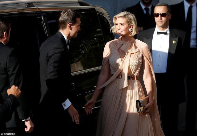Chạm trán với con gái Tổng thống Mỹ, Meghan Markle chơi sang diện váy gần 300 triệu đi ăn cưới giữa rừng ngôi sao nhưng vẫn bị chê tơi tả - Ảnh 10.
