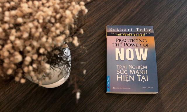 Trải nghiệm sức mạnh hiện tại: Cách để tận hưởng cuộc sống và hóa giải những nỗi đau - Ảnh 1.