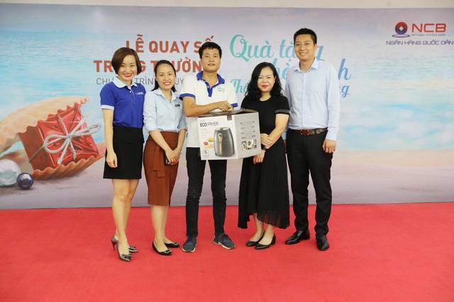 Đã có hơn 10.000 khách hàng tham gia chương trình Quà tặng hè xanh – Thổi bay nắng nóng của ngân hàng NCB - Ảnh 1.