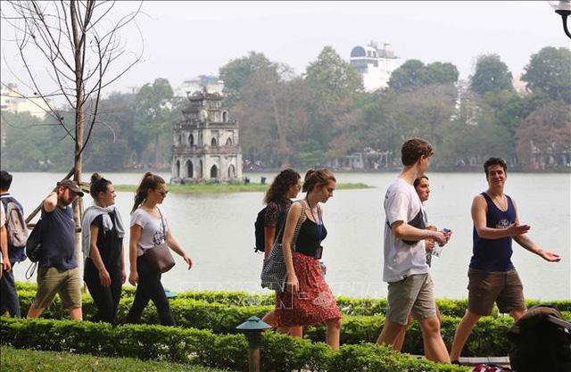 Diễn biến mới, khách Trung Quốc đến Việt Nam bất ngờ sụt giảm - Ảnh 1.