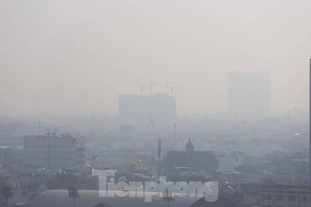 Sài Gòn mờ ảo trong sương mù - Ảnh 1.