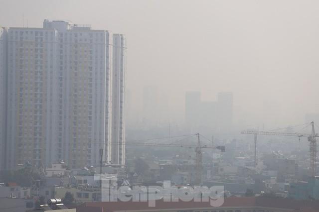 Sài Gòn mờ ảo trong sương mù - Ảnh 2.