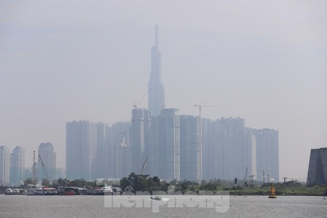 Sài Gòn mờ ảo trong sương mù - Ảnh 6.