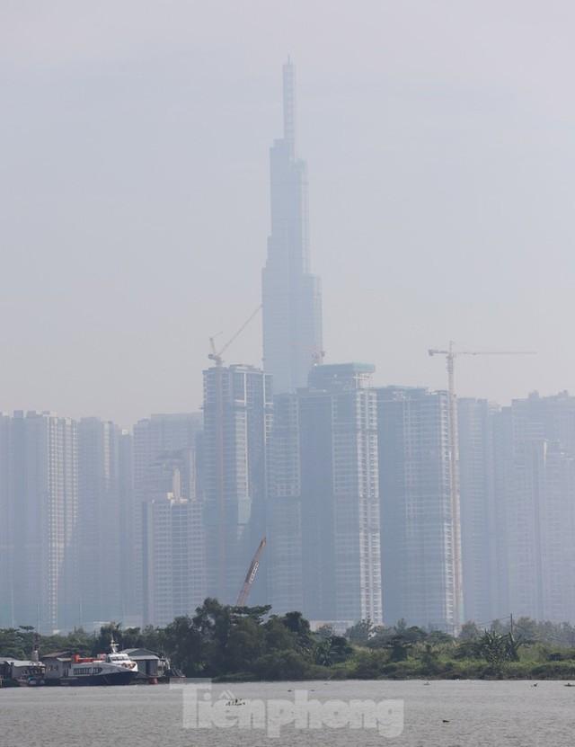 Sài Gòn mờ ảo trong sương mù - Ảnh 7.