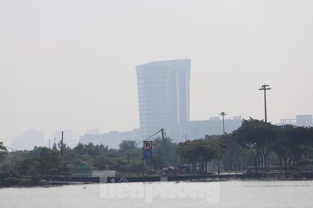 Sài Gòn mờ ảo trong sương mù - Ảnh 9.