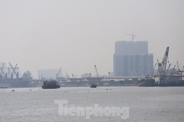Sài Gòn mờ ảo trong sương mù - Ảnh 10.