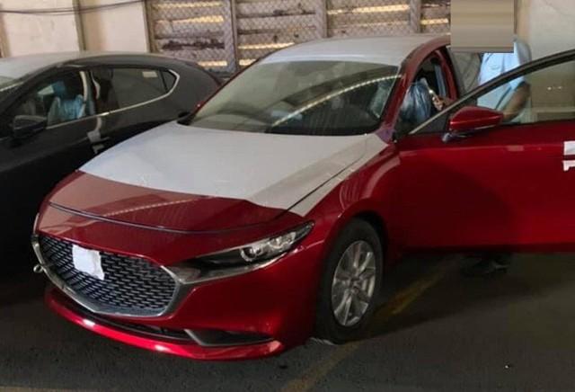 Mazda 3 thế hệ mới lộ diện tại Việt Nam, dòng cũ giảm giá 20-30 triệu đồng - Ảnh 2.