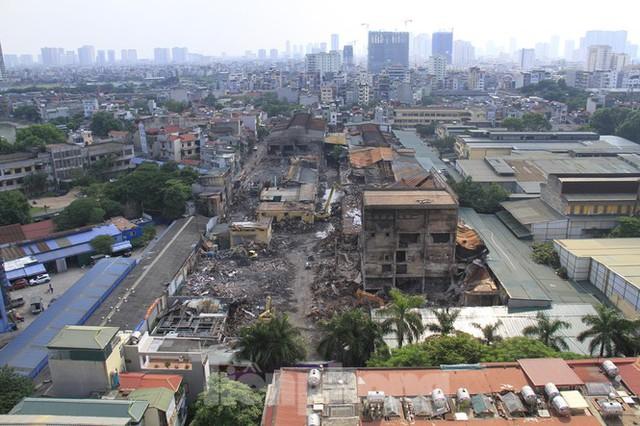 Gần 1 tháng cháy Cty Rạng Đông: Học sinh chưa về, trường mầm non vẫn im lìm - Ảnh 2.