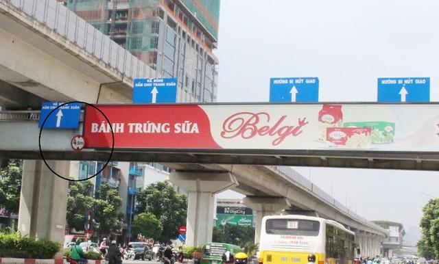 Hà Nội: Nhiều cầu vượt bị dừng lắp đặt biển quảng cáo - Ảnh 11.