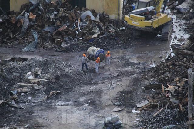 Gần 1 tháng cháy Cty Rạng Đông: Học sinh chưa về, trường mầm non vẫn im lìm - Ảnh 4.