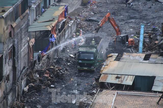 Gần 1 tháng cháy Cty Rạng Đông: Học sinh chưa về, trường mầm non vẫn im lìm - Ảnh 5.