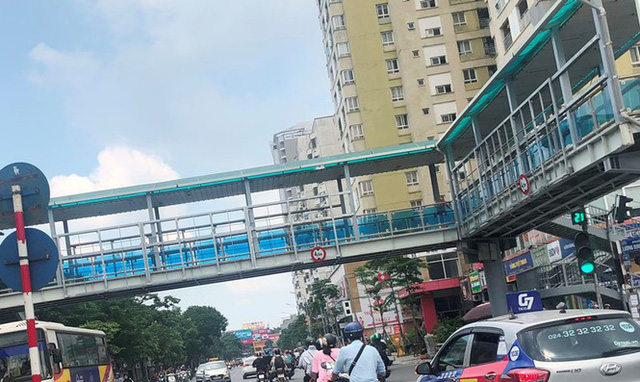 Hà Nội: Nhiều cầu vượt bị dừng lắp đặt biển quảng cáo - Ảnh 6.