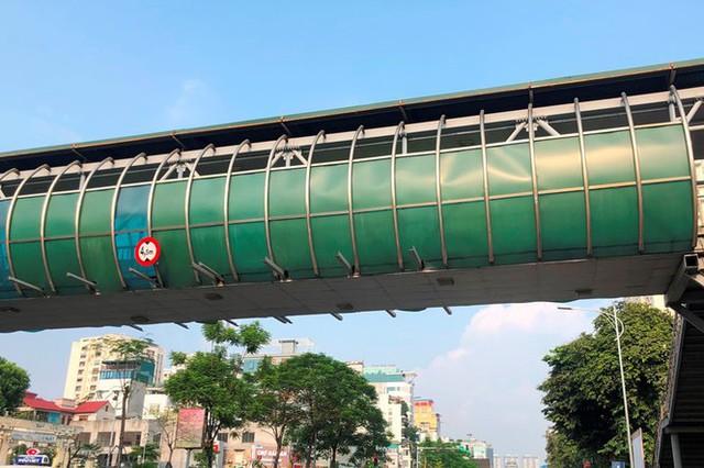 Hà Nội: Nhiều cầu vượt bị dừng lắp đặt biển quảng cáo - Ảnh 8.