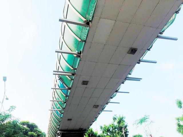 Hà Nội: Nhiều cầu vượt bị dừng lắp đặt biển quảng cáo - Ảnh 9.