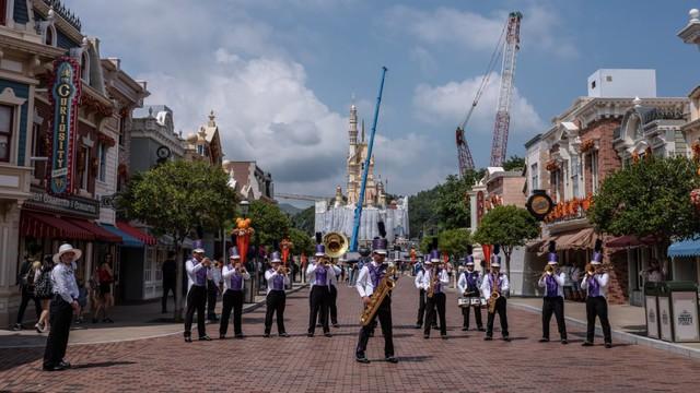Khám phá công viên giải trí Disneyland hoang vắng nhất thế giới - Ảnh 1.