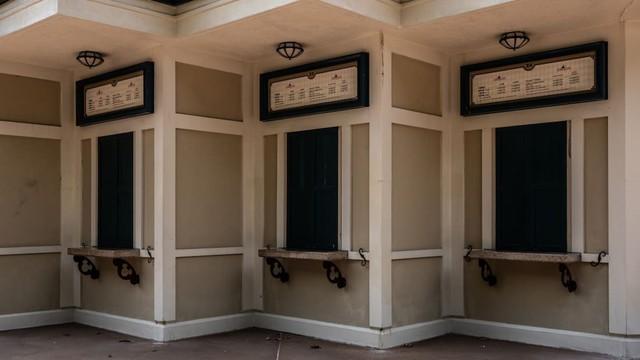 Khám phá công viên giải trí Disneyland hoang vắng nhất thế giới - Ảnh 5.