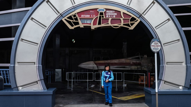 Khám phá công viên giải trí Disneyland hoang vắng nhất thế giới - Ảnh 7.