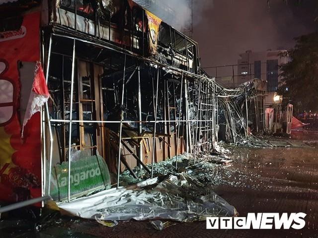 Ảnh: Hiện trường lửa bao trùm kèm tiếng nổ lớn từ siêu thị điện máy ở Hải Phòng - Ảnh 13.