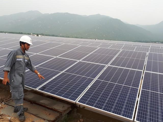 Nghịch lý thiếu điện lại lo quá tải vì dư thừa điện mặt trời - Ảnh 1.