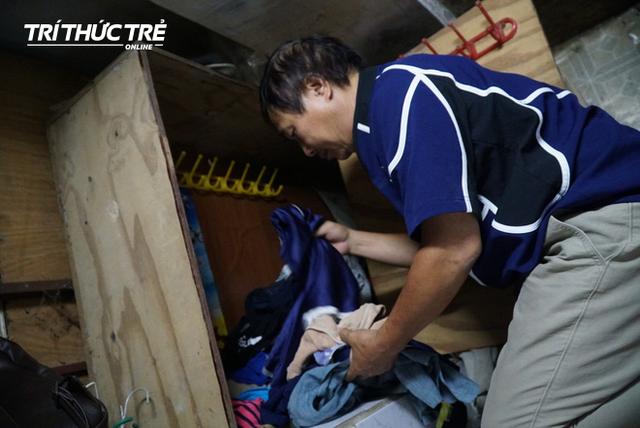Cận cảnh căn nhà muốn thay quần áo phải nằm ra sàn ở phố cổ Hà Nội - Ảnh 8.