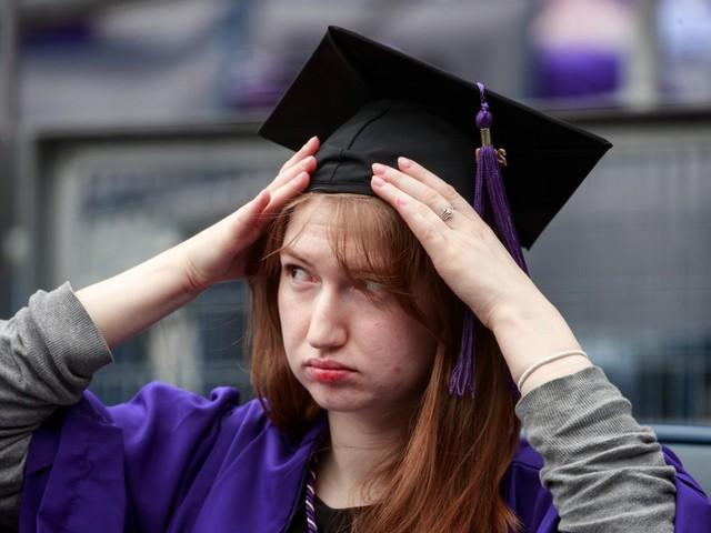 Sinh viên Mỹ nợ như chúa chổm - Ảnh 1.