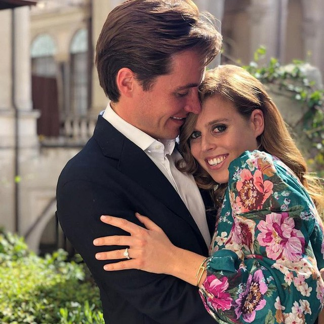 Công chúa Anh thông báo tin đính hôn, hai chị dâu Kate và Meghan Markle đều chung một phản ứng, làm dấy lên nghi vấn rạn nứt hoàng gia - Ảnh 1.