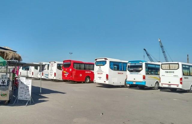 Ảnh: Xe 45 chỗ chở khách du lịch bóp nghẹt giao thông Nha Trang - Ảnh 5.