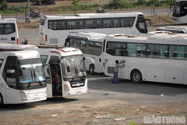 Ảnh: Xe 45 chỗ chở khách du lịch bóp nghẹt giao thông Nha Trang - Ảnh 8.