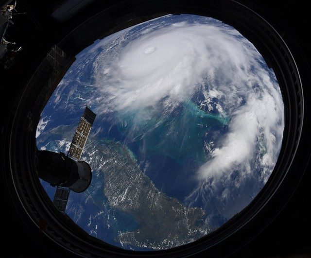 NASA công bố những hình ảnh khủng khiếp về Dorian, siêu bão lớn thứ 2 trong lịch sử - Ảnh 2.
