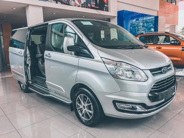 Ford Tourneo bản thương mại ồ ạt về đại lý, giá dự kiến rẻ hơn Kia Sedona - Ảnh 4.