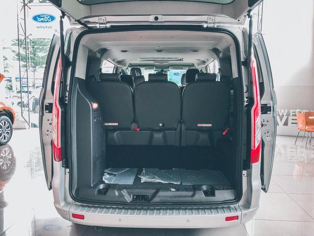 Ford Tourneo bản thương mại ồ ạt về đại lý, giá dự kiến rẻ hơn Kia Sedona - Ảnh 9.