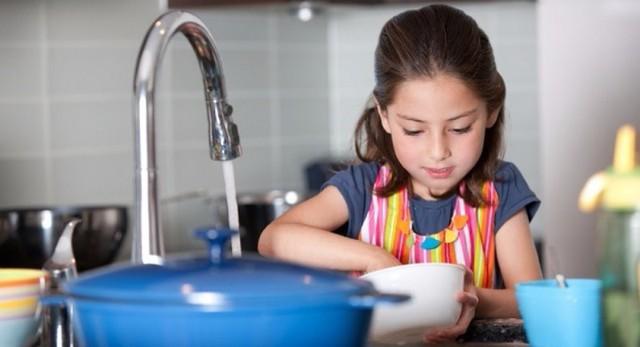 Các nhà tâm lý học chỉ ra 7 sai lầm lớn nhất trong cách nuôi dạy con cái, sẽ phá hủy sự tự tin và lòng tự trọng của trẻ: Phụ huynh cần điều chỉnh để không nuối tiếc! - Ảnh 1.