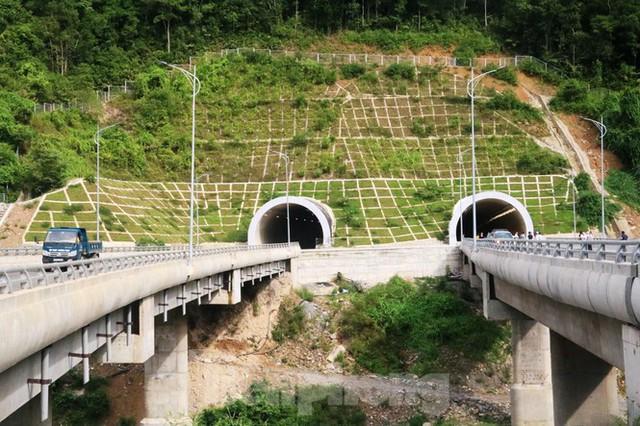 Đột kích hầm đôi gần 1.500 tỷ trên cao tốc La Sơn – Túy Loan - Ảnh 1.