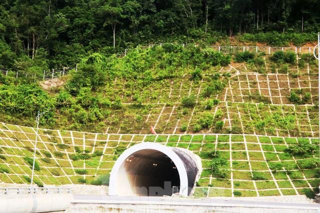 Đột kích hầm đôi gần 1.500 tỷ trên cao tốc La Sơn – Túy Loan - Ảnh 2.