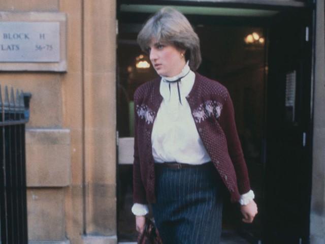 Công nương Diana: Cuộc đời đẫm nước mắt của đoá hồng nước Anh xinh đẹp, tài hoa nhưng bạc mệnh - Ảnh 2.