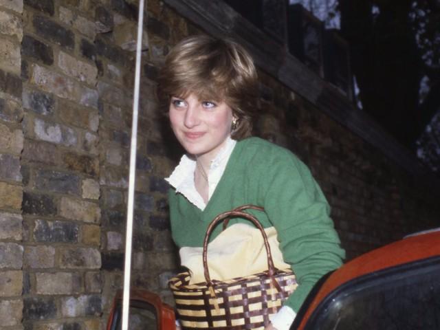 Công nương Diana: Cuộc đời đẫm nước mắt của đoá hồng nước Anh xinh đẹp, tài hoa nhưng bạc mệnh - Ảnh 3.