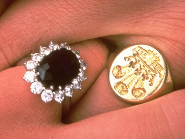 Công nương Diana: Cuộc đời đẫm nước mắt của đoá hồng nước Anh xinh đẹp, tài hoa nhưng bạc mệnh - Ảnh 5.