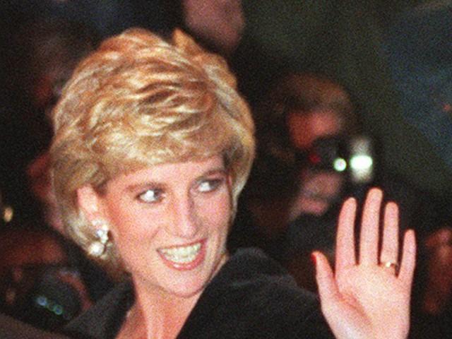 Công nương Diana: Cuộc đời đẫm nước mắt của đoá hồng nước Anh xinh đẹp, tài hoa nhưng bạc mệnh - Ảnh 15.