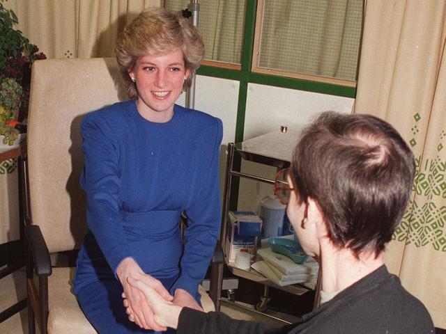 Công nương Diana: Cuộc đời đẫm nước mắt của đoá hồng nước Anh xinh đẹp, tài hoa nhưng bạc mệnh - Ảnh 23.