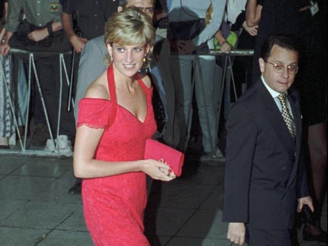 Công nương Diana: Cuộc đời đẫm nước mắt của đoá hồng nước Anh xinh đẹp, tài hoa nhưng bạc mệnh - Ảnh 22.