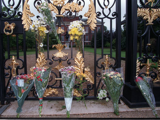 Công nương Diana: Cuộc đời đẫm nước mắt của đoá hồng nước Anh xinh đẹp, tài hoa nhưng bạc mệnh - Ảnh 28.