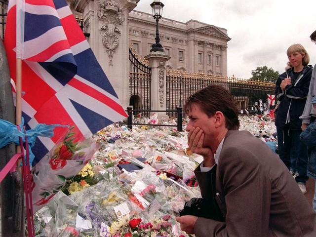 Công nương Diana: Cuộc đời đẫm nước mắt của đoá hồng nước Anh xinh đẹp, tài hoa nhưng bạc mệnh - Ảnh 29.