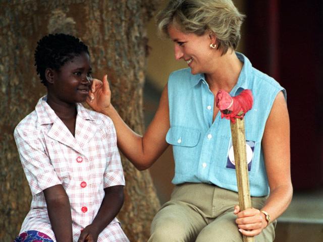 Công nương Diana: Cuộc đời đẫm nước mắt của đoá hồng nước Anh xinh đẹp, tài hoa nhưng bạc mệnh - Ảnh 25.