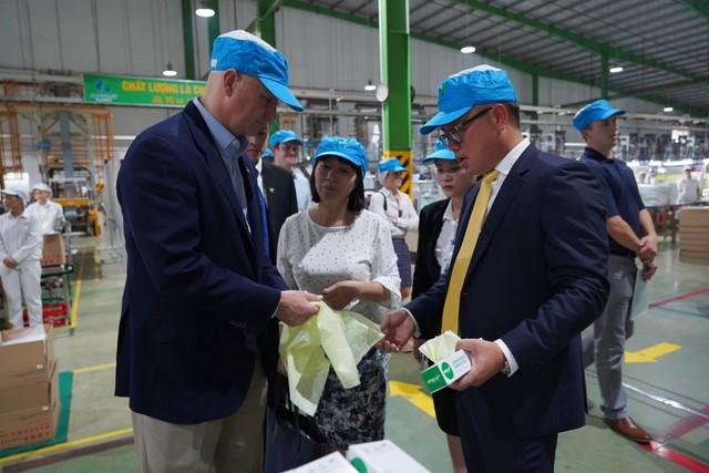 Thống đốc bang Nebraska mời Nhựa An Phát Xanh đầu tư vào Hoa Kỳ - Ảnh 2.