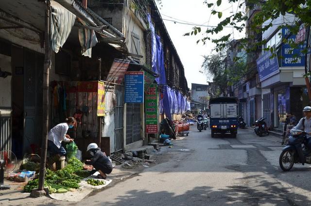 Vụ cháy Công ty Rạng Đông: Người dân nói không tin Sở TN&MT Hà Nội, không tin quận Thanh Xuân - Ảnh 1.