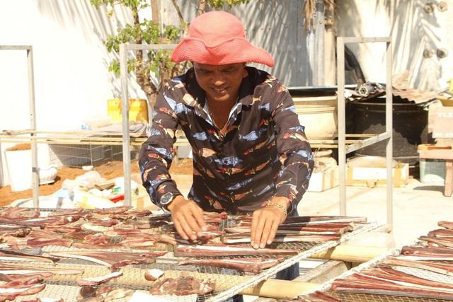 [Photo] Làng khô xứ biển Trần Đề chuẩn bị nguồn hàng phục vụ Tết - Ảnh 1.