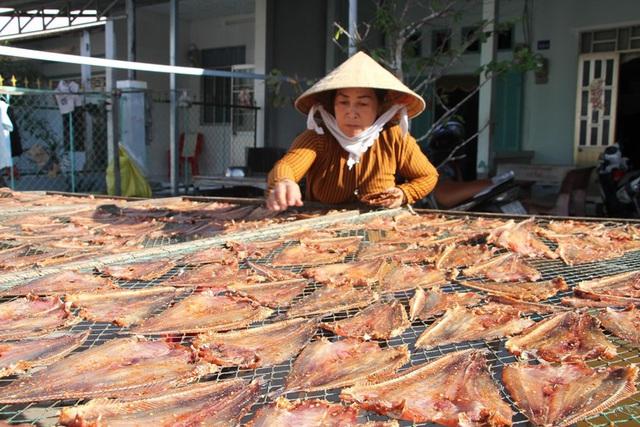 [Photo] Làng khô xứ biển Trần Đề chuẩn bị nguồn hàng phục vụ Tết - Ảnh 3.